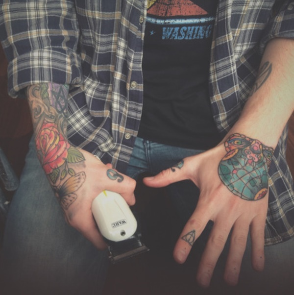 hand tattoo ideas (58)