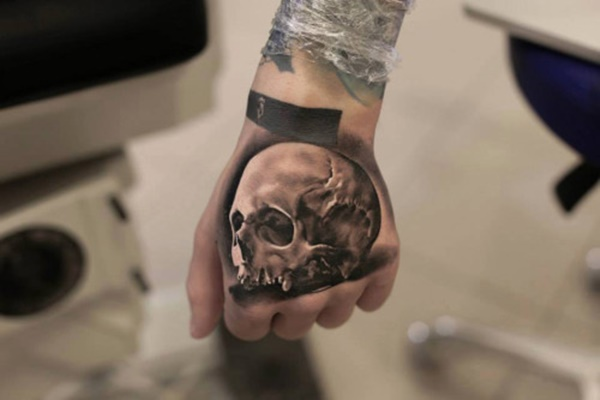 hand tattoo ideas (70)