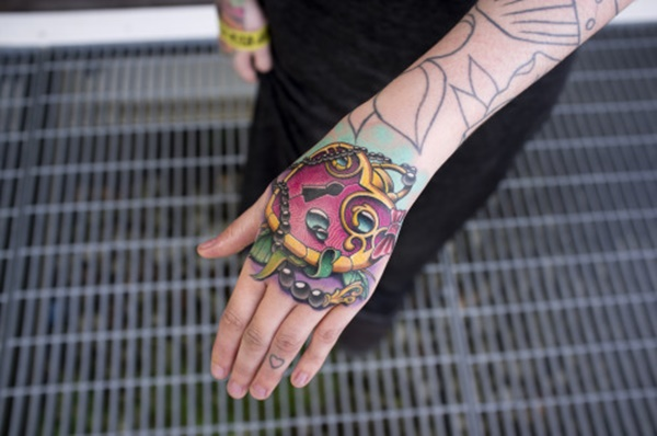 hand tattoo ideas (95)