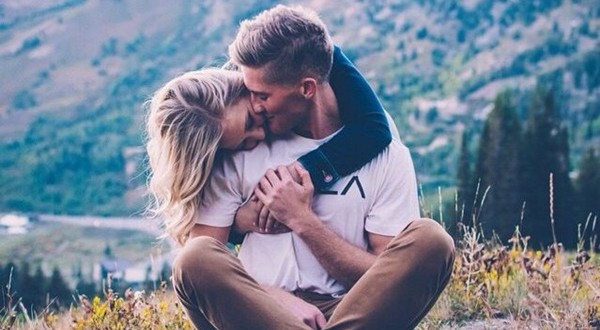 100 Cute Couples Hugging and Kissing Moments