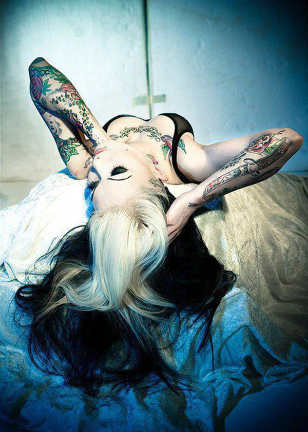 hot women with tattoos (1)