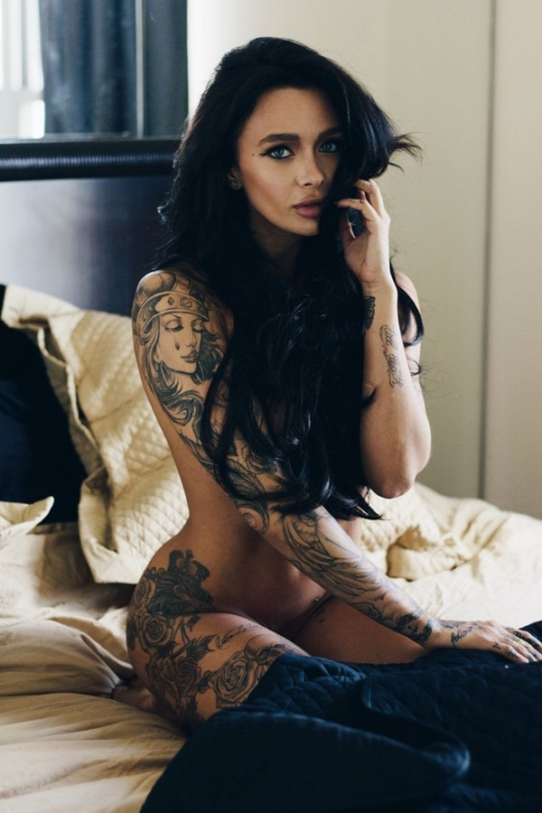 hot women with tattoos (14)