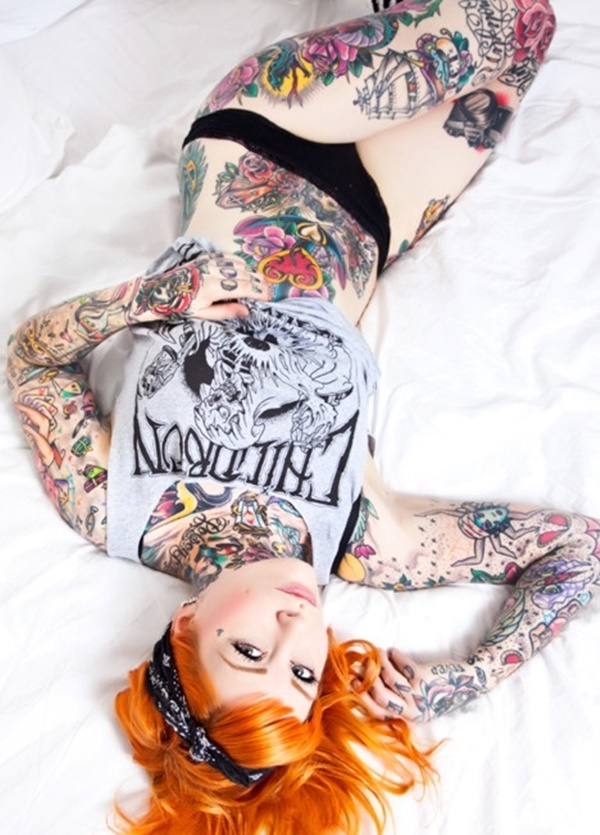 hot women with tattoos (21)