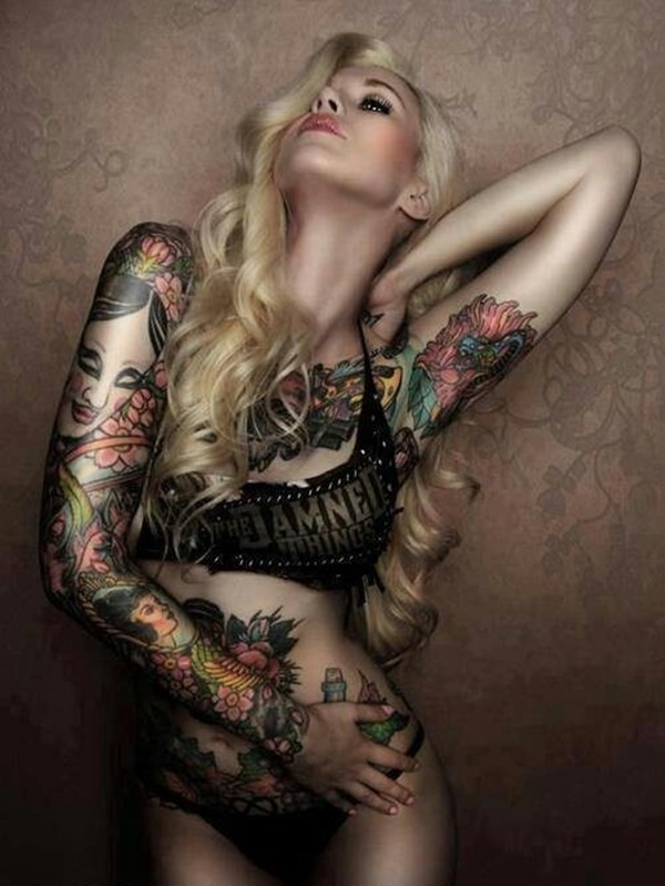 hot women with tattoos (22)