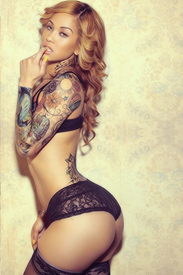 hot women with tattoos (23)