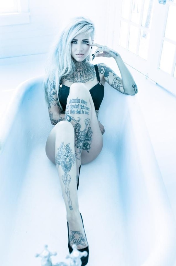 hot women with tattoos (3)