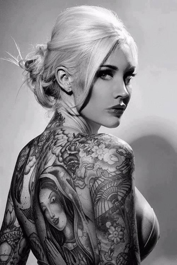 hot women with tattoos (30)
