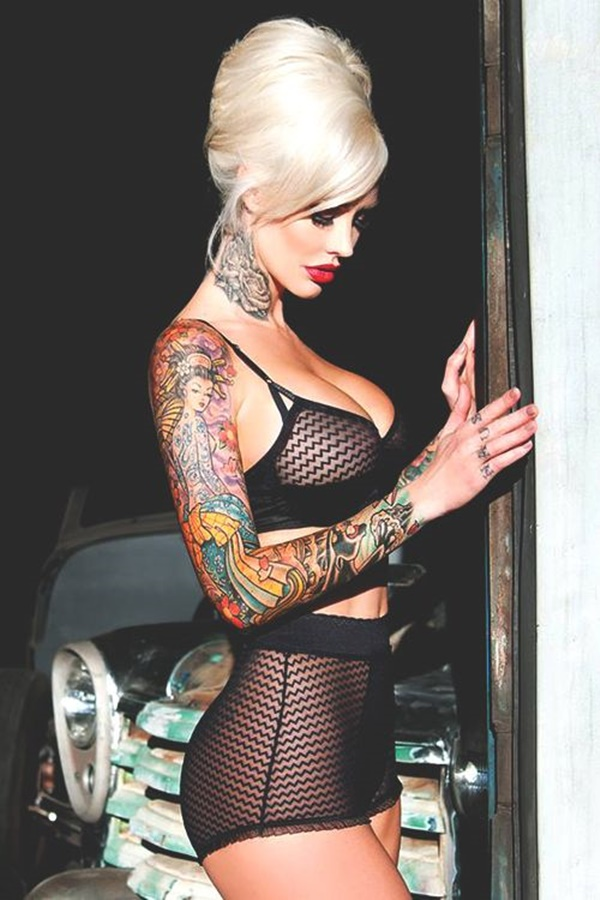 hot women with tattoos (33)