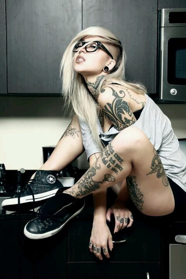 hot women with tattoos (34)