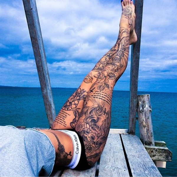 hot women with tattoos (43)