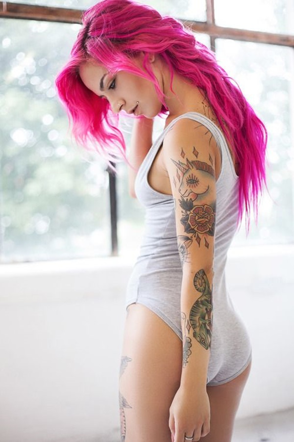 hot women with tattoos (46)