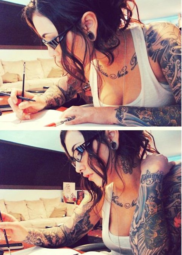 hot women with tattoos (51)