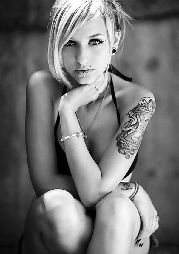 hot women with tattoos (56)