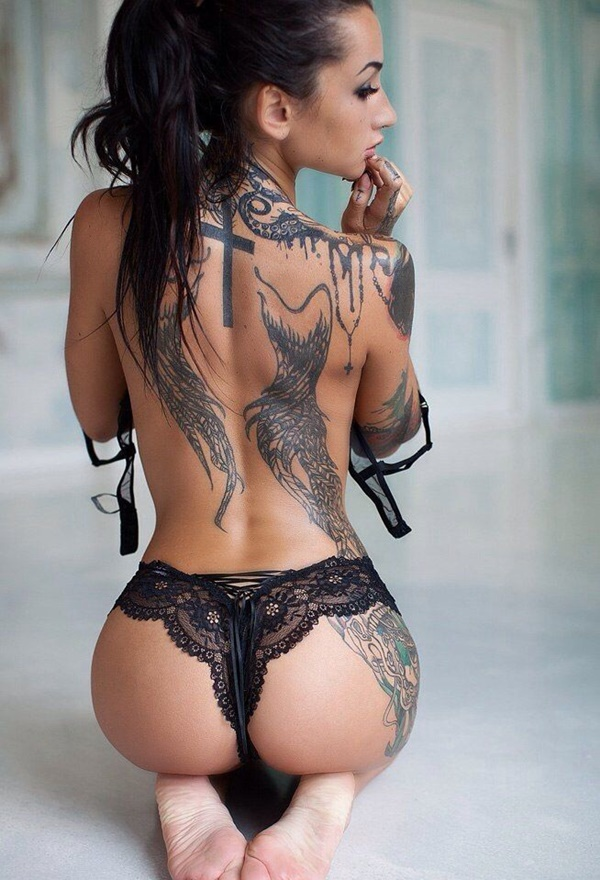 hot women with tattoos (68)