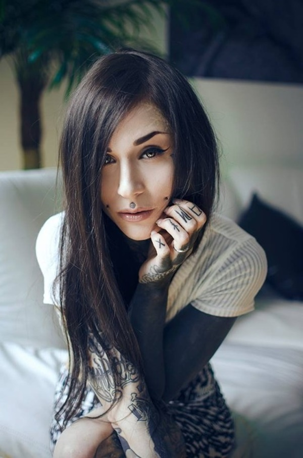 hot women with tattoos (82)