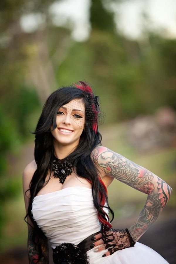 hot women with tattoos (9)