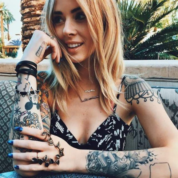 hot women with tattoos (92)