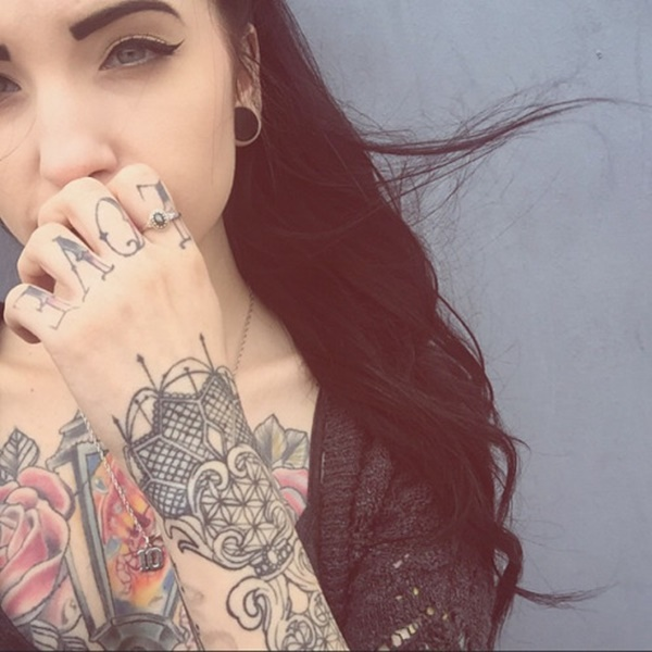 hot women with tattoos (98)