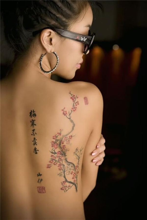 ladies back tattoos (89)