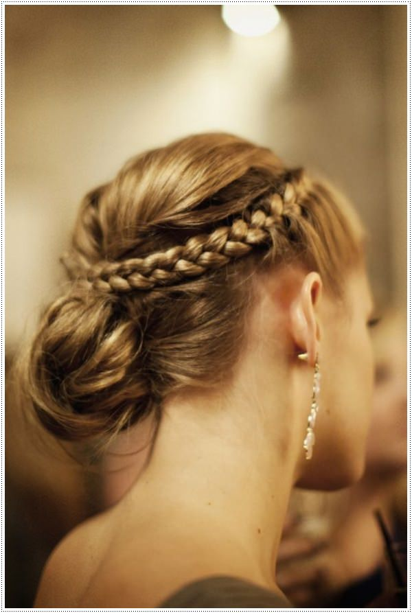 hair style for long dress 30 amazing prom hairstyles amp ideas 4513 | prom hairstyles for long hair 5